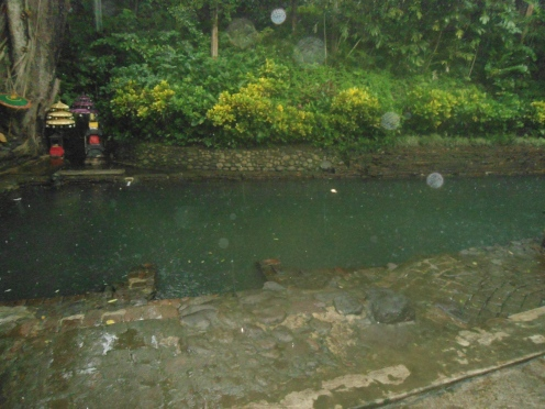 Altar sesajian di sumber air