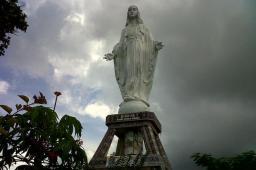 Patung Bunda Maria Nilo